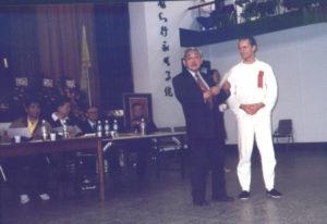 Pierre participant à un festival de Tai Chi Chuan à Taïwan - Remise de diplôme